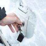Bil låsesmed døgnvagt, vi er en lokal autolåsesmed København og Nordsjælland. Vores låsesmed til bil kører 24/7 Akut biloplukning Tlf: 22 21 03 76